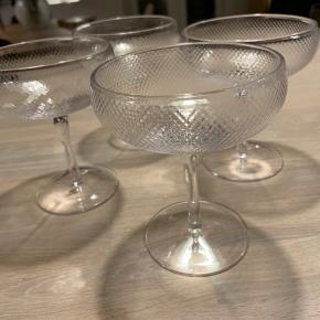 Noblesse champagneskåle fra Bolia Sælger 4 stk. til 70kr. Stk. Afhentes Aarhus C