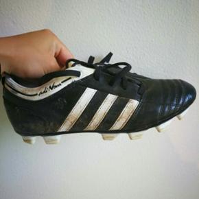 Adidas fodboldstøvler, trænger til en våd klud😊 Str. 36 2/3