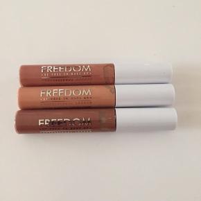 3 stk lipgloss i brune farver, aldrig brugt da det er et fejlkøb. Tag alle 3 for 60 kr pp med dao🌺