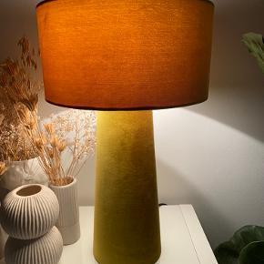 Smuk bordlampe fra Bloomingville fra i sommers.