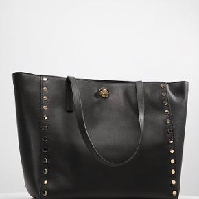 Unik Michael Kors læder taske, mål højde 31 cm, længde 33 cm, rem 26 cm. Vidde 16 cm Med indvendig lynlås. Kvittering haves.