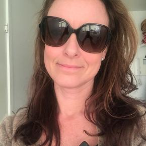 Varetype: Solbriller Størrelse: • Farve: Brun