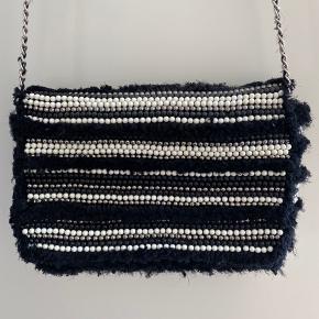 Taske fra ZARA, nypris er 499. Kom gerne med bud :)