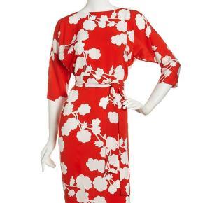 Wrap kjole fra DVF med knapper Skriv endelig for flere billeder!