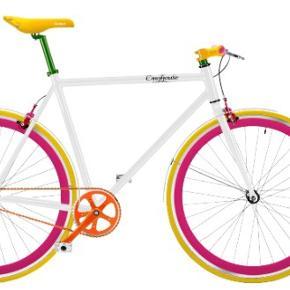 CYKEL Enghouse bike. Rigtig god letkørende bycykel 🚴🏻♀️ Sælges grundet flytning. Meget lidt brugt.  Har bremse på begge hjul og har ikke været brugt som fixie. Disse kan fjernes og hjulet vendes, så den kan køre fixie. Cyklen har derfor 0 gear.  Forsikringsgodkendt lås og nøgle medfølger.