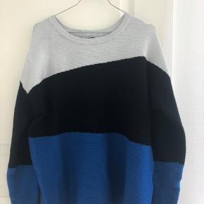 Sælger denne lækre Loose fit trøje, som stort set ikke er blevet brugt.