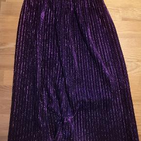 Super fin nederdel i lilla glitter