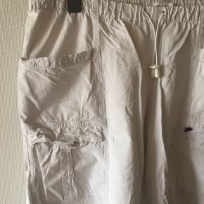 Hvide shorts størrelse L fra DNY. Vil skyde på de svarer til en XXL