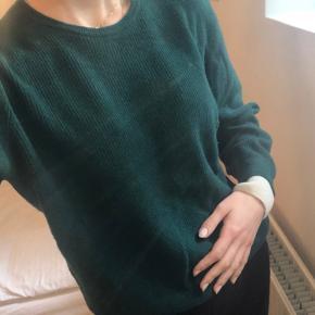 Blød lækker sweater. Mærket siger Large, men fitter medium :))💚
