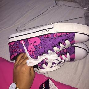 Helt nye retro fila sko med forskellige farver. Skoen er lavet med samarbejdspartner euten gur. Aldrig brugt! , størrelse 38.