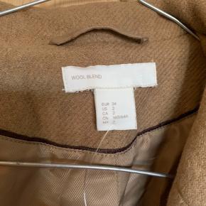 Frakke i uld og polyamide Ingen slidtage     • Sender ikke flere billeder  • Prisen er eks. porto  • Kan hentes i Aarhus c  • Bruger normalt xs/34