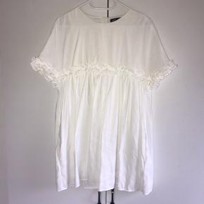 """Super sød kjole fra zara, med """"indbygget"""" indershorts. Brugt 1-2 gange"""