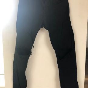 Zara man  Str 31 Ripped knees
