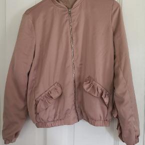 Trf_outerwear Pudder rosa/beige farvet lidt små tråde men ingen betydning