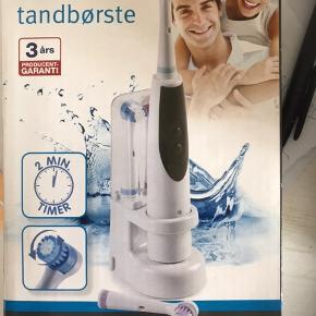Elektrisk tandbørste, NP på tilbud 89,95.  Har kun åbnet æsken for at tage billedet.  Har ikke længere kvitteringen, men der er prismærke på pakningen.  Foretrækker afhentning fremfor at sende.  Prisen kan forhandles 😊