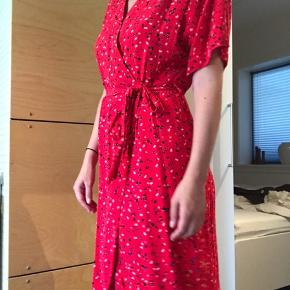 Brugt få gange, men fremstår som ny 😉 Størrelse S. Wrap kjole fra modström, som jeg desværre ikke får brugt længere.