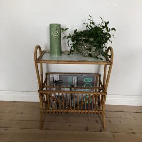 Skønt lille retro bambusbord ❤️❤️❤️ H54 B47 D27 cm. Pris 275,- kr.