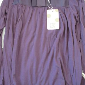 SÅ fin blommefarvet  Pompdelux bluse, str. 128. Aldrig brugt. Sælges for 75 kr. pp, men KUN via Mobilepay.