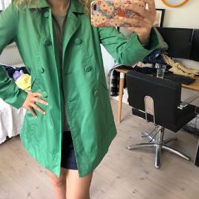 Sælger denne her mega pæne jakke fra H&M, den er i en str S og er som ny! Byd gerne:)