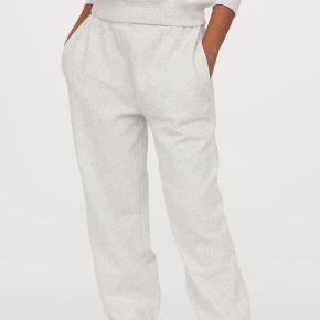 Joggingbukser / sweat pants i str. S. Helt nye. Købt i forkert størrelse og har mistet kvitteringen! Gråmeleret og med elastik i benene.