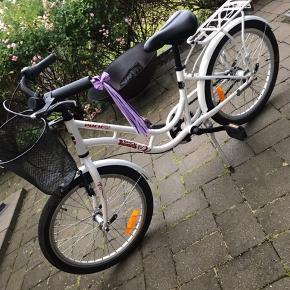 """Super fin og velholdt cykel.  20"""" og med 3 gear."""