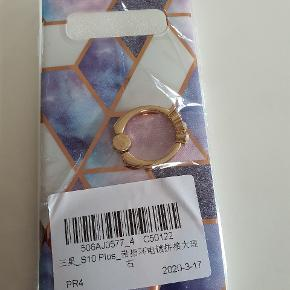 Cover til Samsung galaxy S 10 + sælges 😄😄 Ring bag på så den kan tages på finger og støtte 😀😀