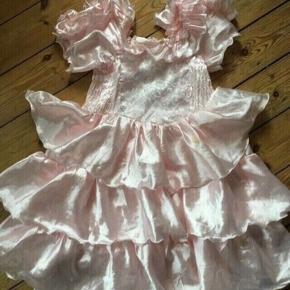 Udklædning Prinsessekjole str 10 år - fast pris -køb 4 annoncer og den billigste er gratis - kan afhentes på Mimersgade 111 - sender gerne hvis du betaler Porto - mødes ikke andre steder - bytter ikke