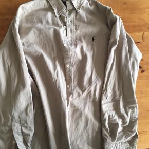 Retro Ralph skjorte i US str. M - størrelsen svarer til en XL  Kan modtages ned DAO eller vi kan mødes og handle i Kbh
