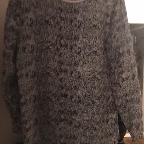 Super fin bluse fra Second female. Str s Brugt meget lidt.  Sælges da den er for stor til mig.  Nypris 399kr