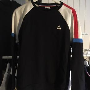 Sælger denne lækre sweatshirt. Sælger den billigt så bare byd:))