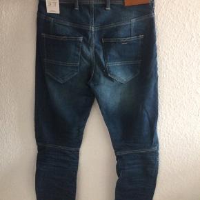 Str 29/32 Mærket stadig på Nypris ca 600 Købt for små Modellen hedder solid greg relaxed jeans