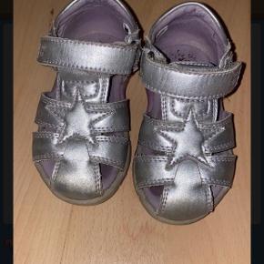 Adi sandaler