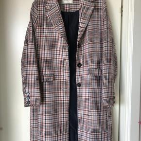 Den smukkeste jakke fra Modström. Den er lidt stor i størrelsen (er normalt S, men passer denne).