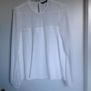 Flot trøje fra Zara i str small. Brugt 2 gange. Kan hentes i Nørresundby eller sendes på købers regning.