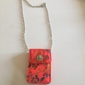 Cross over taske lille og kompakt plads til iPhone pung og nøgler❤️