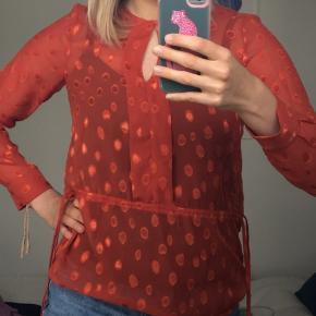 Super fin skjorte/bluse fra H&M  Sælger da jeg ikke får brugt  - Hvis du bor i nærheden af Horsens, kan vi sagtens aftale at mødes