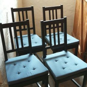 4 STEFAN stole fra IKEA sælges med hynder. Stolene er ikke blevet brugt særlig meget, men har dog deltaget i et par flytninger. Nypris for stolene er 135 kroner per styk uden hynde.