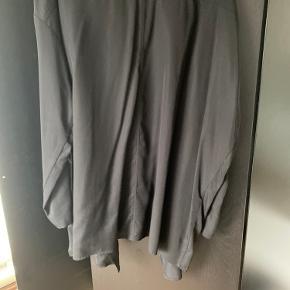 Sand skjorte jakke. Tynd jakke. Brugt få gange.