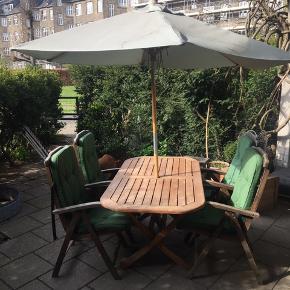 4 stoler + hynder + bord + pavillon. Fejler ikke noget, har haft det stående et par år.