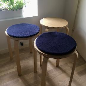 Taburet, Ikea FROSTA 3 Ikea stools incl. 2 cushions