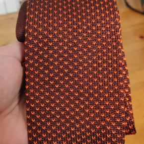 Beautiful tie. 100% silk silke. Bought in Madrid for €100. Never worn.