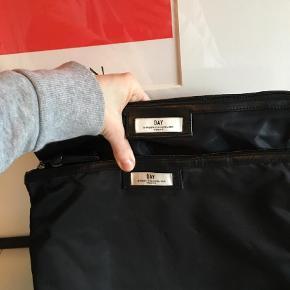 Varetype: Kosmetikpung Størrelse: Skriv for str.  Farve: Sort Prisen angivet er inklusiv forsendelse.  Har to stk.