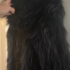 Sælger denne smukke vaskebjørnspels fra meotine. Har blot ligget til opbevaring