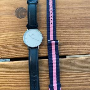 Sælger dette fine Daniel Wellington ur. Str 32mm.  Medfølger en ekstra rem.   Ny pris. 1.200kr + 180kr for rem  Sælger for 400kr  BYD gerne