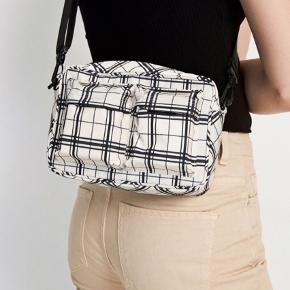 Envii taske - brugt et par gange og har få pletter bagpå (ikke bemærkelsesværdigt)