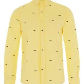 Brand: A quistion Of Varetype: Shirt Farve: Gul Oprindelig købspris: 800 kr.  Kun brugt 1 gang Lavet af økologisk bomuld  Se også de mange andre annoncer på min profil