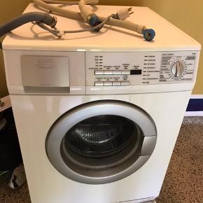 Vaskemaskine fra aeg electrolux Nypris 8000kr  Super fin og fejler intet! Kan evt. leveres indenfor en radius af 5 km. For en merpris på kun 100kr!   Leveres dog kun til opgangsdør.  Ca . 4 år gammel