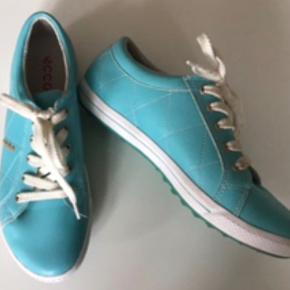Sportssko, golfsko helt som nye. Rigtig flotte sko , indvendig sållængde 26 cm. Opr nyp. 1400 kr.