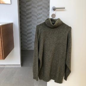 Lækker grøn sweater / stik / rullekrave fra ZARA. Passes af small og medium 💚