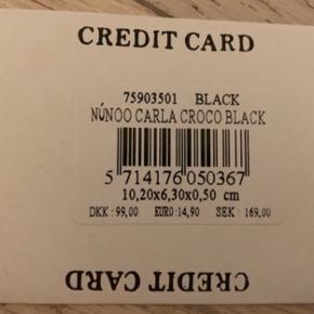 Nunoo kortholder Model: Carla croco Aldrig brugt   Se også mine andre annoncer. Kan sendes med posten.  Kom evt. med bud